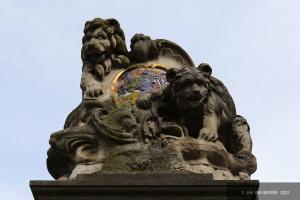 Löwe und Bär auf der Wasserpumpe